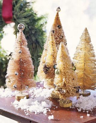 Bottlebrush-Trees-Ball-Ornaments-HTOURS1206-de