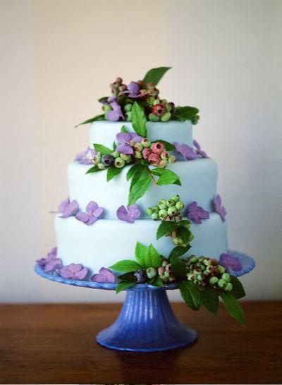 7-green-blueberries-wedding-cake