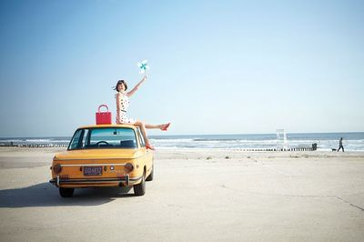 Kate-spade-ad-campaign-beach-woman-on-yellow-car-590sc031910