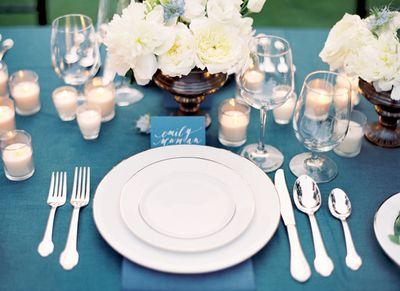 Azul-branco-tablescape-formal-classic-casamento