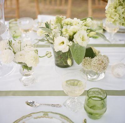 Southern-weddings-green-and-white-centerpieces