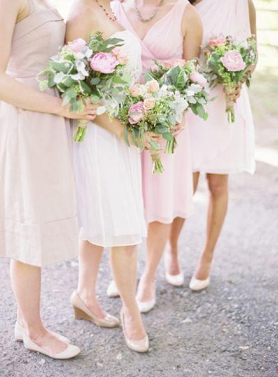 Spring-wedding-colors-garden-wedding-green-pink-bouquets