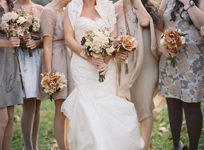 Fall-wedding-ideas-colors-bride-bridesmaid-bouquets-cream-brown-coral