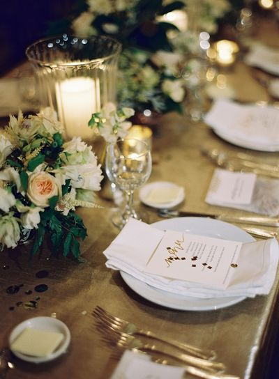 New-orleans-black-tie-wedding-reception-decor-place-setting-gold-elegant