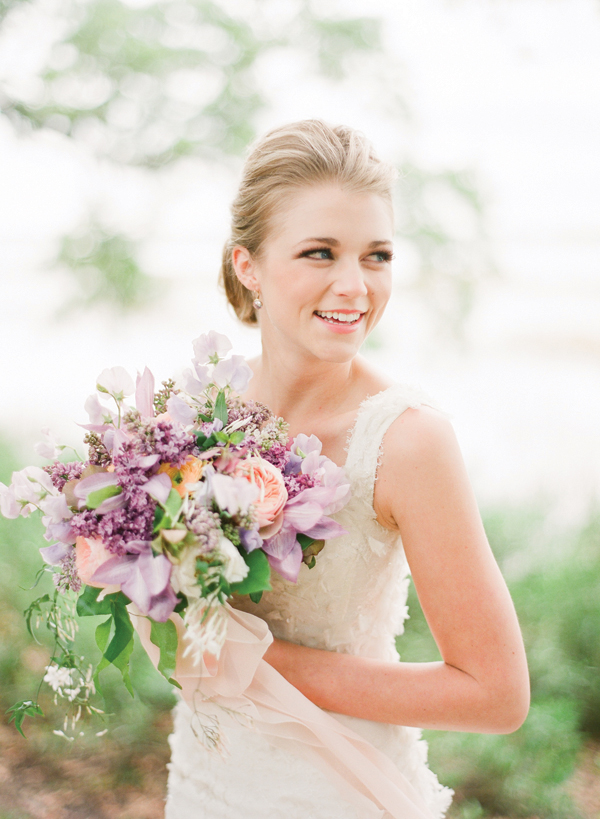 Southern-wedding-lavender-and-peach-bouquet
