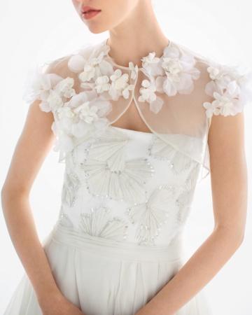 Bride-shrugs-b-mwd108762_vert