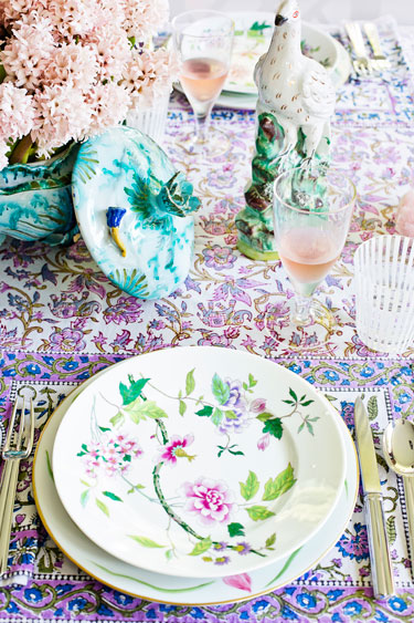 Hbz-march-2013-chic-soirees-tory-burch-tabletop-lgn